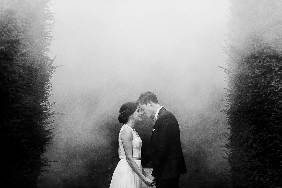 bride and groom kissing at the washing estate in smoke